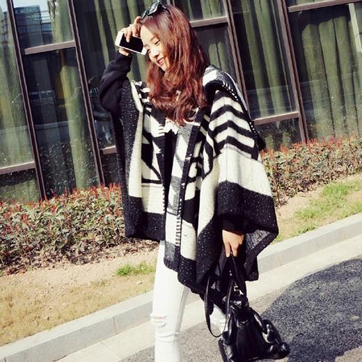 仿羊絨加厚連帽黑白斗篷披肩圍巾(圖片色)-802018